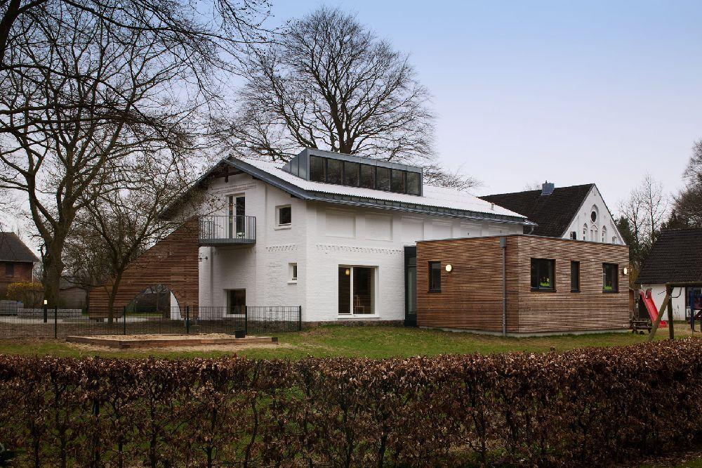 Moderne anbauten anbau mit neuer terrasse umbau for Modernes walmdachhaus
